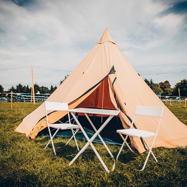 Zelt für vier (Fuchsbau-Tipi)
